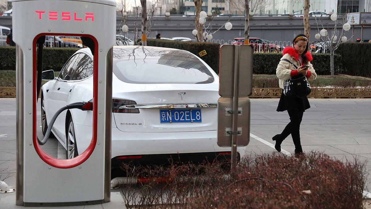 En medio de las tensiones entre China y EE. UU., Beijing ha limitado el uso de automóviles Tesla/Titulares de Economía