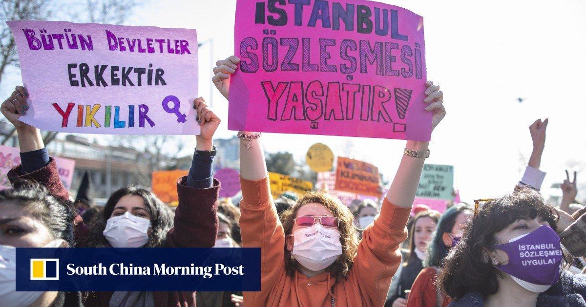 Cientos de personas protestan contra la retirada de Turquía del histórico tratado de mujeres / Titulares de Noticias de China
