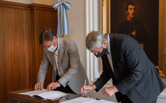 Suárez firmó convenios para construir 1.000 viviendas en Mendoza/ Titulares de San Luis