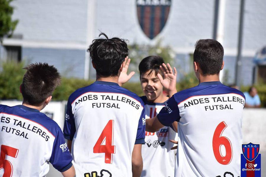 Talleres y Regatas B siguen marcando el rumbo del fútbol sala/ Titulares de San Luis