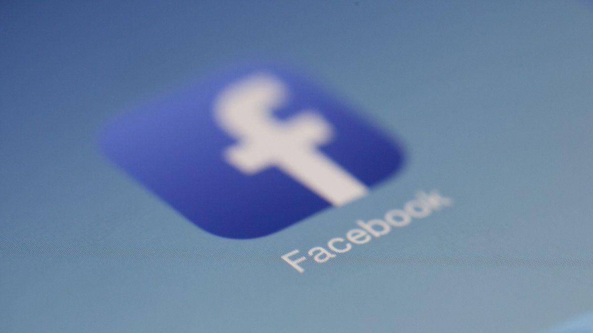 Facebook eliminó 1.300 millones de cuentas falsas en solo tres meses/Titulares de Economía