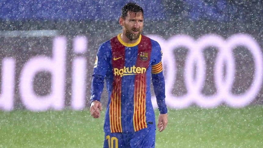 Video: Messi casi marca un gol olímpico/ Titulares de Mendoza
