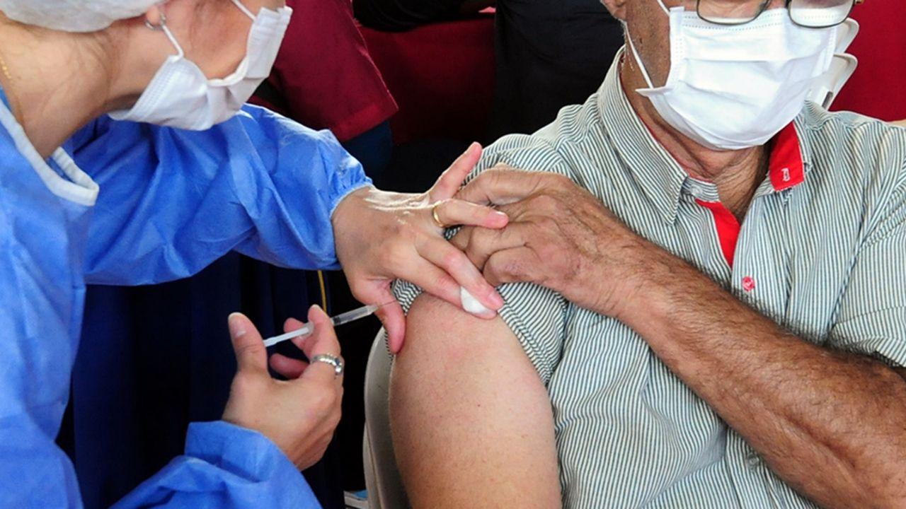 Garantizan que la población en riesgo no se vacunará antes de mayo/ Titulares de Política