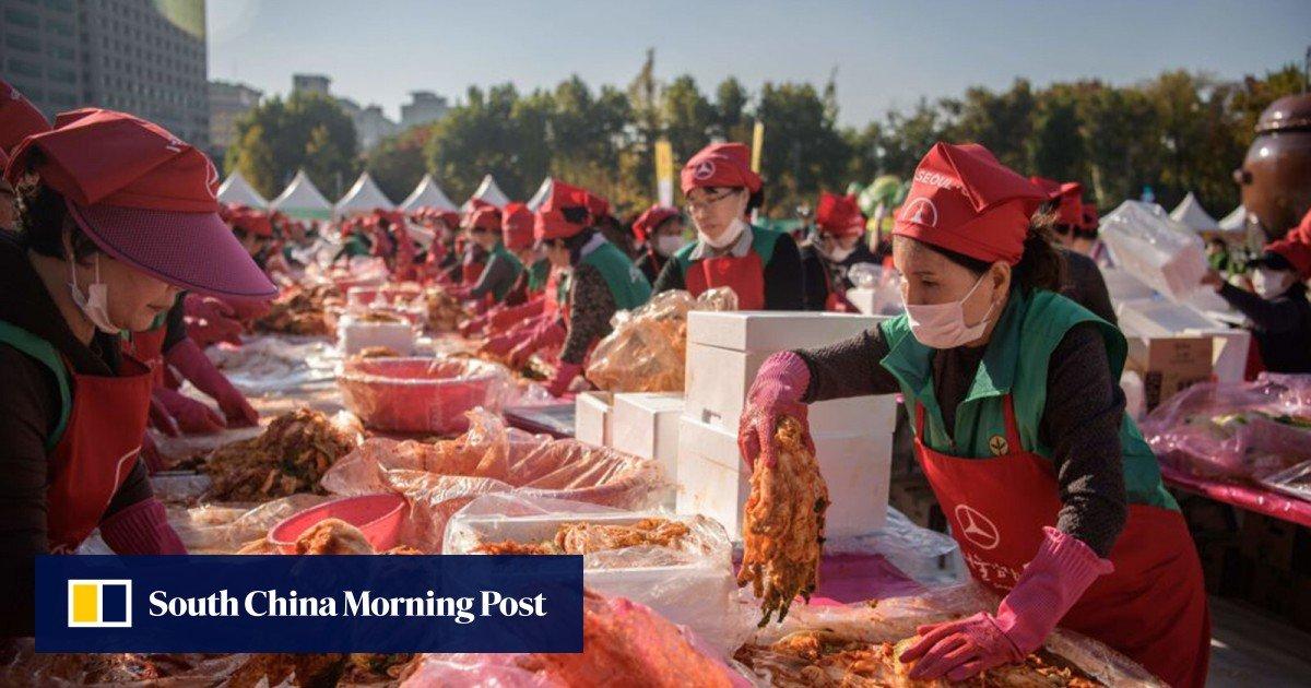 Hombre abusa verbalmente a los comensales de Corea del Sur después de la discusión del 'kimchi chino sucio' / Titulares de Noticias de China