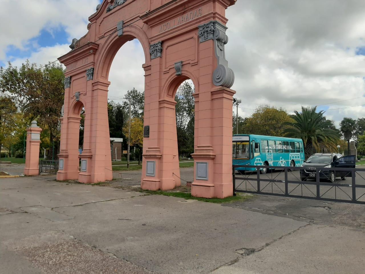 Por disposición municipal, el parque amaneció hoy cerrado/ Titulares de Bolivar