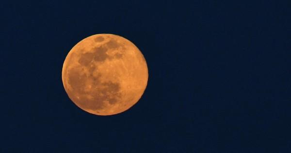 Cómo ver la superluna rosa en vivo y cómo ocurre el fenómeno/ Titulares de Tecnología