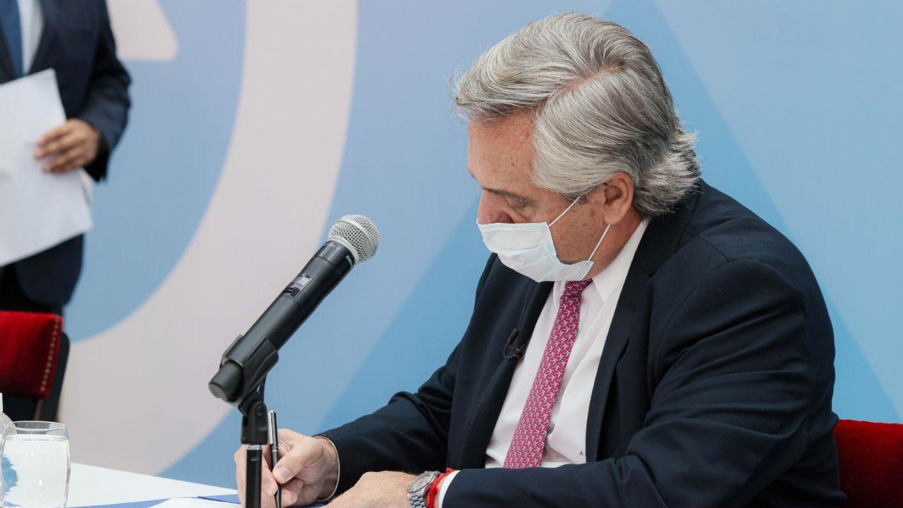 Oficial: así es el decreto que amplía restricciones en Argentina/ Titulares de Política