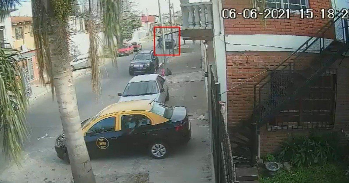motochorros le pegaron dos balazos a un remisero en Villa Luzuriaga /Titulares de Policiales