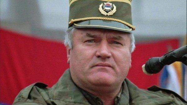 La increíble historia del militar argentino que negoció con el general Ratko Mladic en Yugoslavia