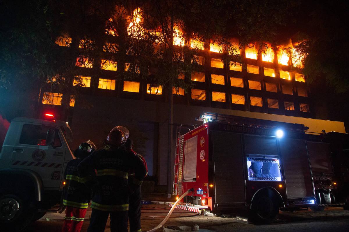 Incendio seguido de deslizamiento de tierra destruye el edificio de la Secretaría de Seguridad Pública en RS – 15/07/2021 – Vida cotidiana / Brasil