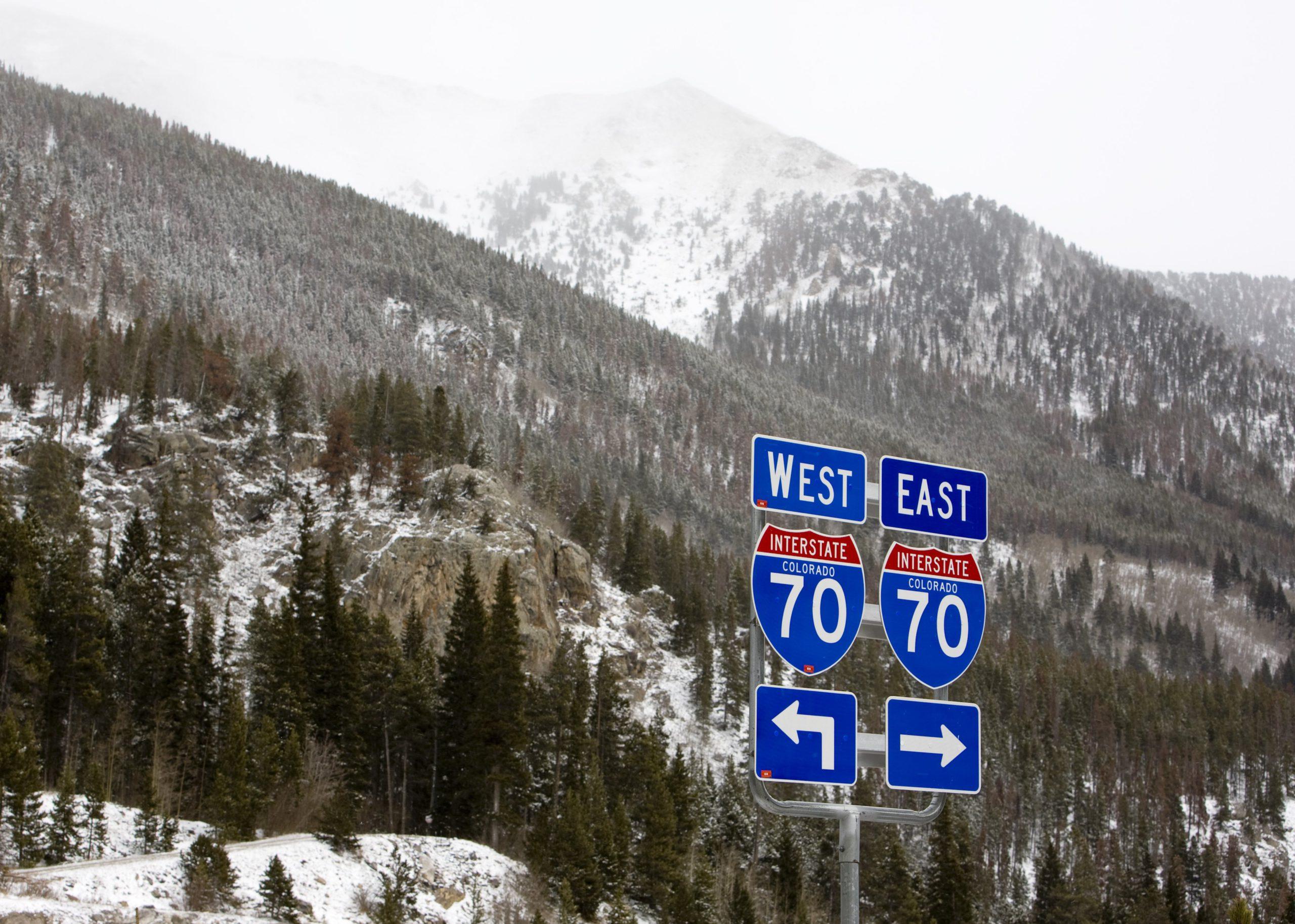 Varias personas atrapadas en vehículos en la carretera de Colorado después de deslizamientos de tierra – Internacionales