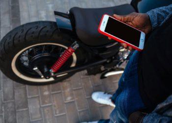 Apple advierte que las cámaras de tu iPhone pueden estropearse con las vibraciones de los motores de las motos | Tecnología