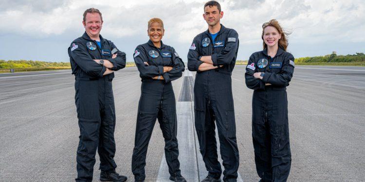 SpaceX promueve este miércoles (15) el primer vuelo orbital tripulado privado de la historia – Sidereal Messenger / Brasil