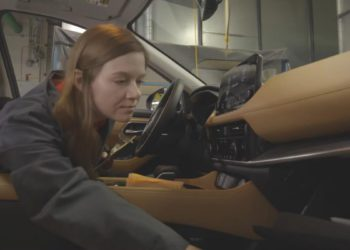 El trabajo del futuro era este: oledor profesional en una fábrica de coches | Motor