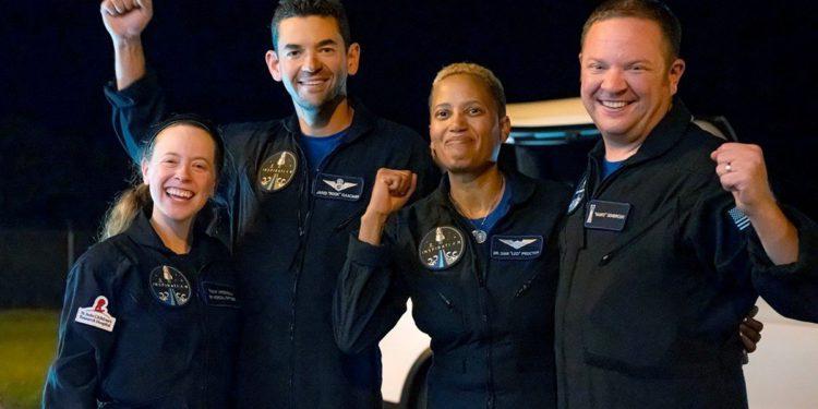 SpaceX: regresó a la Tierra la primera misión civil espacial / Titulares de Tecnología