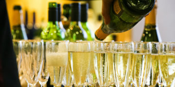 Los mejores vinos espumosos de cava por menos de £ 25: 12 para probar / Titulares de Vinos y Bodegas