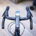 ¿Qué tan estrecho es demasiado estrecho?  Simon va en busca de ganancias aerodinámicas con un manillar de 26 cm / Titulares de Bicicletas