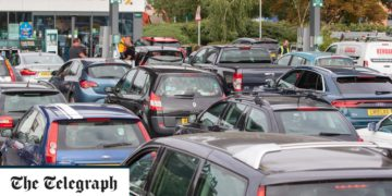 ¿Hay escasez de gasolina en el Reino Unido y por qué están cerrando las estaciones de servicio? /Titulares de Economia Internacionales