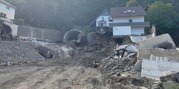 Los voluntarios brindan apoyo a los alemanes que luchan contra las inundaciones