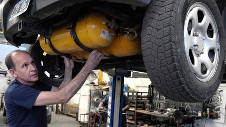 ¿Debería cambiarse el coche a GAS?/Titulares de Autos