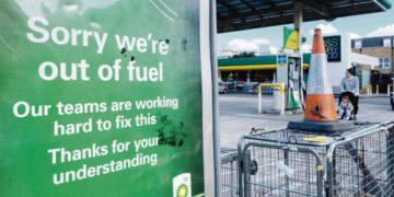 Reino Unido movilizará al Ejército contra el desabastecimiento de combustible en todo el país – Titulares