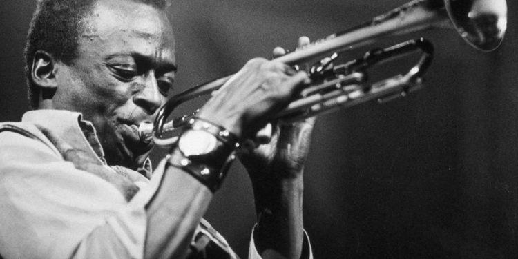 retrato del genio que superó los prejuicios de la tradición y revolucionó la historia del jazz / Sociedad