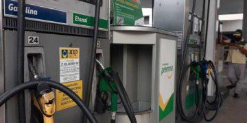 Petrobras realiza un nuevo reajuste en los precios del gas de cocina y la gasolina /Titulares de Noticias de Brasil