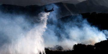 Vientos afectan combate contra incendio en sur de California