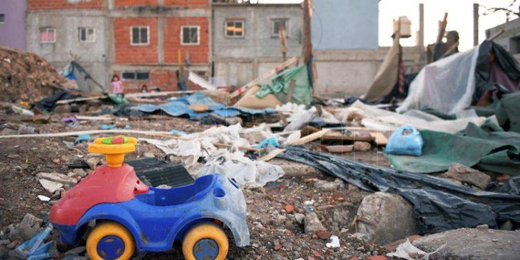 Denuncian que las familias desalojadas de Barrio 31 continúan «sin respuesta ni solución» – Titulares de Política