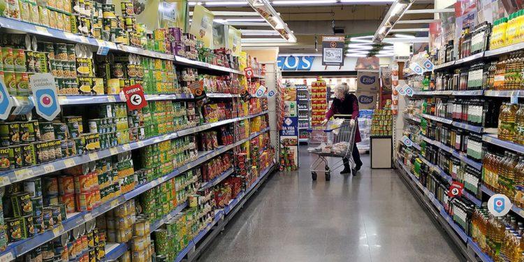 En medio de la alta inflación, dicen que cae el consumo de productos básicos/ Titulares de Economía
