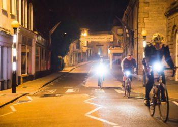 Ciclismo de noche: 8 consejos para montar en la oscuridad / Titulares de Bicicletas