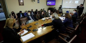Diputados comenzaron a analizar la acusación constitucional contra Piñera: Abbott pidió permiso para comparecer/Titulares de Noticias de Chile
