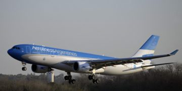 El Gobierno eliminó el cupo para entrar al país, pero todavía no autorizó los vuelos de noviembre y diciembre / Sociedad