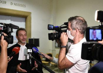 Profesora de francés condenada por señal de protesta contra la vacuna antisemita /Titulares de Noticias de Francia