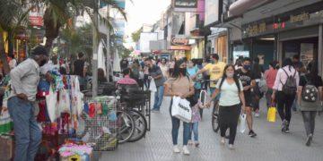 A partir de hoy, el uso de la correa de la barbilla en exteriores ya no es obligatorio./ Titulares de Corrientes