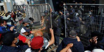 [Audio] Tensa jornada en Valparaíso tras enfrentamientos entre pescadores y oficiales navales/Titulares de Noticias de Chile