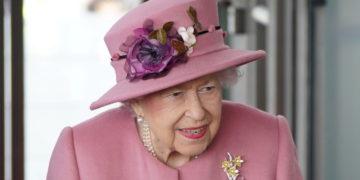La reina Isabel II pasó una noche hospitalizada tras cancelar su visita a Irlanda del Norte – Mundo