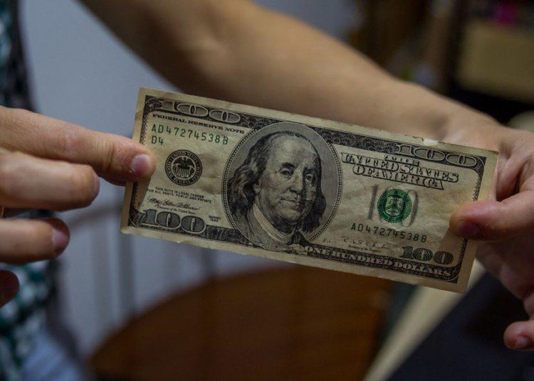 El dólar casi a $200 en medio de una economía destruida y al borde del abismo