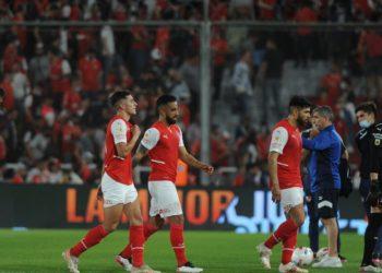 Un grupo de barras de Independiente se metió al vestuario a recriminarle el nivel a los jugadores / Fútbol