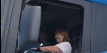 Patricia Bullrich llegó a un acto en Río Negro manejando un camión /Titulares de Política