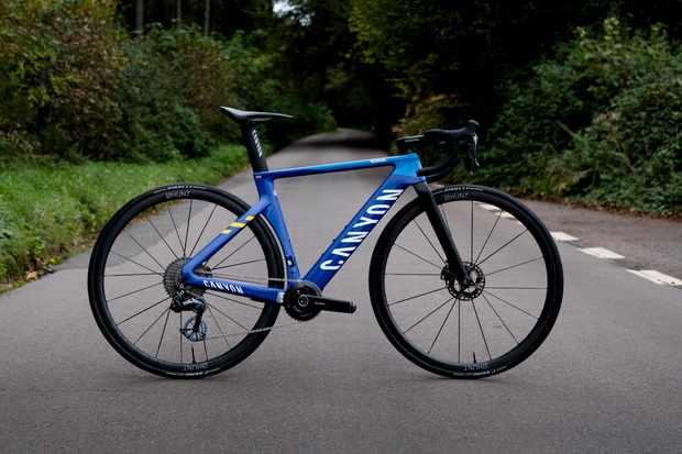 Bicicleta Canyon Aeroad CFR Everesting personalizada de Max Stedman de 6.7 kg / Titulares de Bicicletas