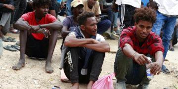 Los vuelos de evacuación para migrantes comienzan de nuevo en Libia / Titulares de Noticias de China
