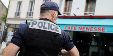 Hombre armado con cuchillo 'neutralizado' por la policía francesa después de amenazar a agentes (VIDEO) – NEWS World News