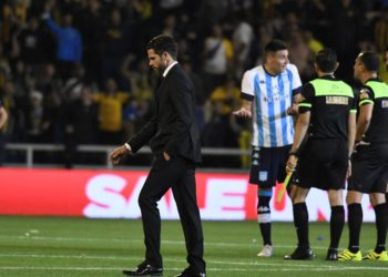 Racing hizo figura a Broun, pero en el debut de Gago se vuelve de Rosario con las manos vacías / Fútbol