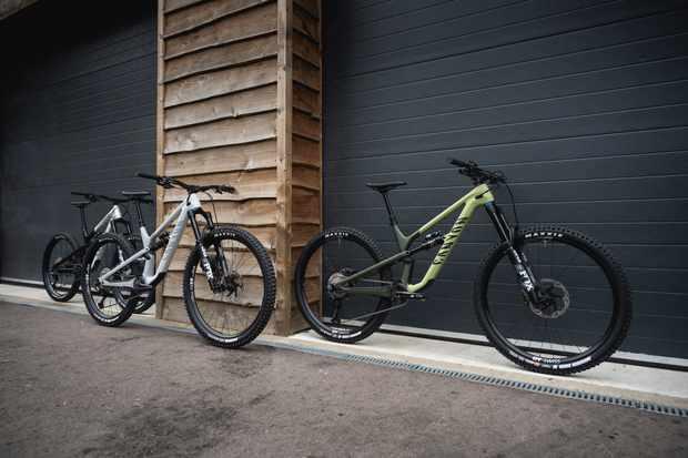Canyon amplía la gama espectral 2022 |  Opciones de aleación, 650b y mullet / Titulares de Bicicletas