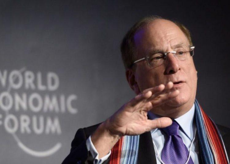 Las predicciones de Larry Fink, CEO de BlackRock: ¿Dónde invertir?/ Titulares de Economía
