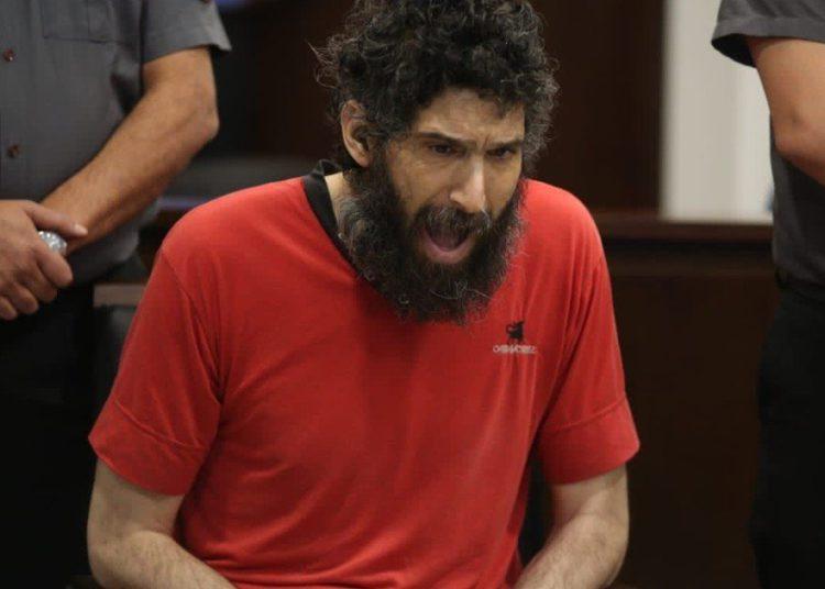 el doble femicida que se cree gato empezó a maullar en la primera audiencia del juicio y lo tuvieron que sacar de la sala /Titulares de Policiales