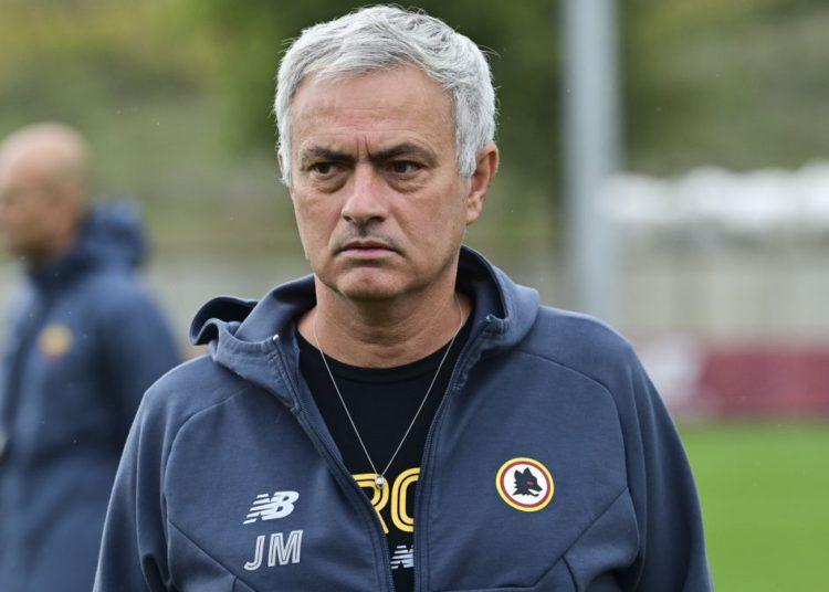 Mourinho sigue con su 'castigo' y planea una revolución / Futbol de España