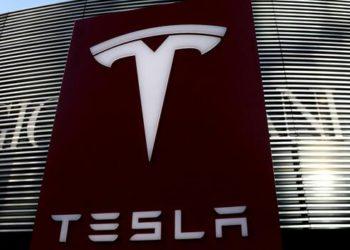 Acciones bajo el microscopio: por qué la euforia es peligrosa para los accionistas de Tesla