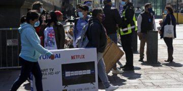 Por retiros de IFE y AFP: los deudores caen un 7,9 por ciento en un año/Titulares de Noticias de Chile